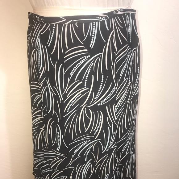 Jones Wear Dresses & Skirts - JONES WEAR Size 10 Skirt